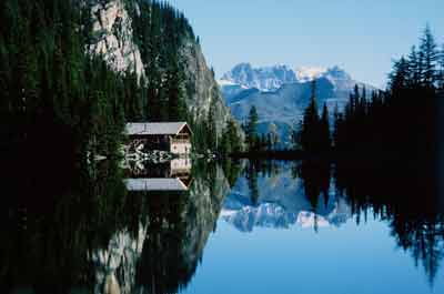 teahouse at lake agnes